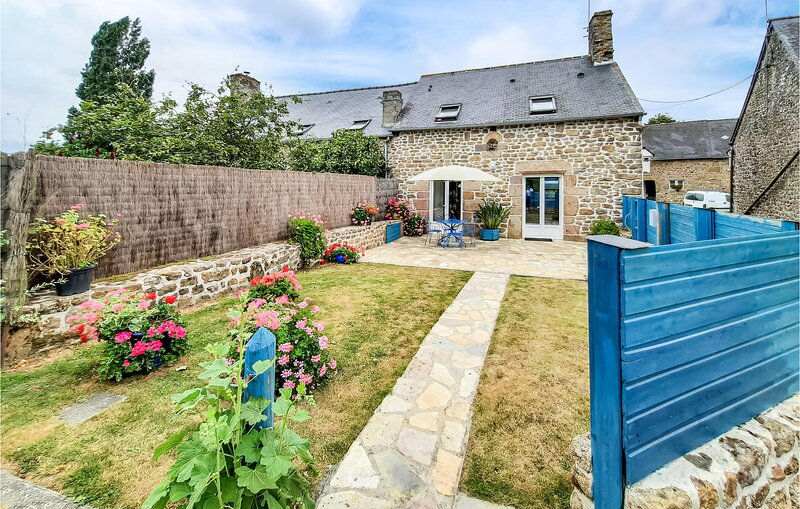Amazing home in St Broladre with 2 Bedrooms (FBI064), holiday rental in Pleine-Fougeres
