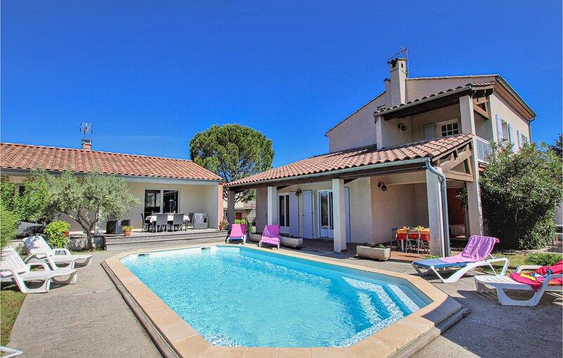 Stunning home in Lussas with WiFi, Outdoor swimming pool and 6 Bedrooms (FRA160), location de vacances à Villeneuve-de-Berg