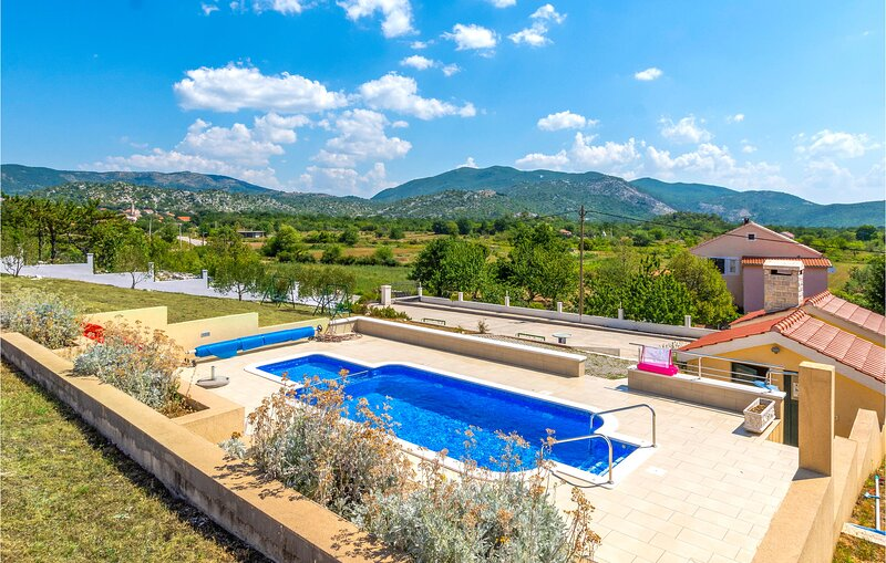 Awesome home in Neoric with WiFi and 2 Bedrooms (CDT848), holiday rental in Radunic