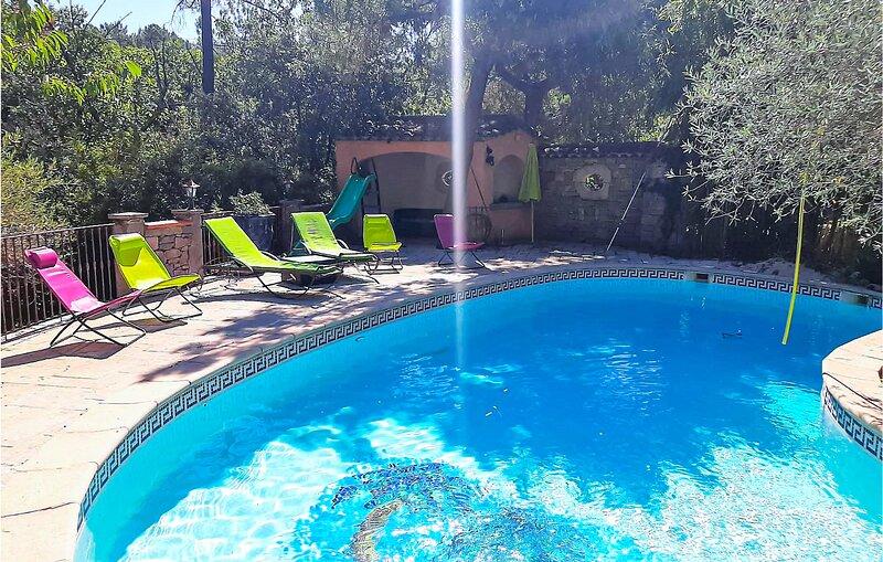Beautiful home in S.Sébastien-d'Aigrefe. with Outdoor swimming pool, WiFi and 5, location de vacances à Saint-Sébastien-d'Aigrefeuille