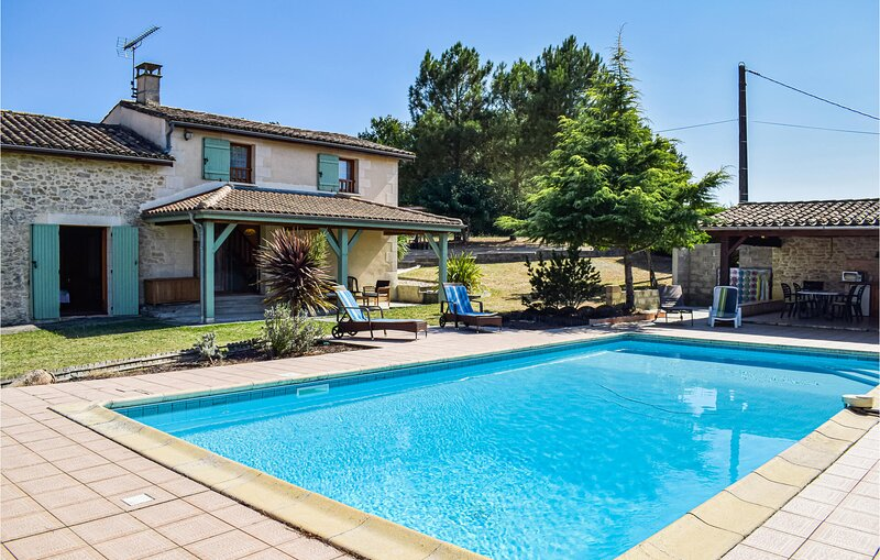 Awesome home in Ste Gemme with WiFi and 3 Bedrooms (FAG716), holiday rental in Sainte-Gemme