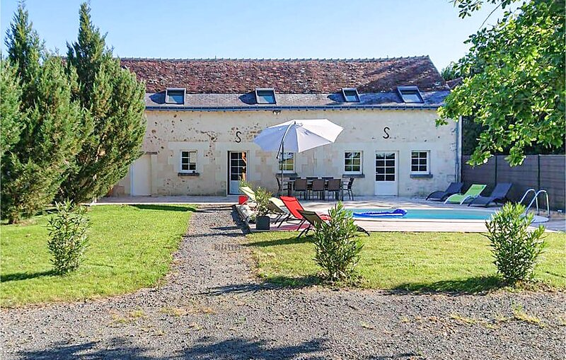 Amazing home in Thilouze with Outdoor swimming pool, WiFi and 4 Bedrooms (FEI061, holiday rental in Trogues