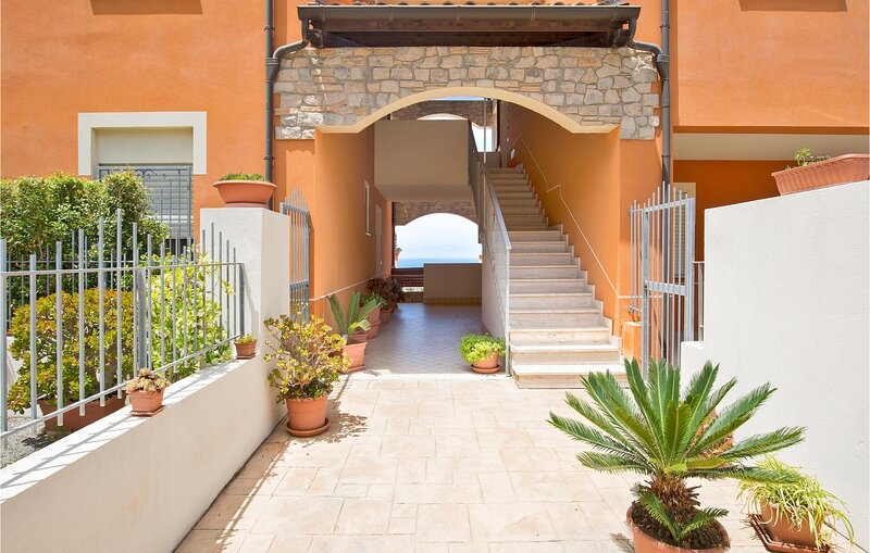 Beautiful apartment in Pizzo with WiFi and 2 Bedrooms (IKK580), casa vacanza a Vibo Marina