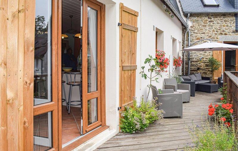 Stunning home in Saint Pever with WiFi and 3 Bedrooms (FBC693), alquiler de vacaciones en Guingamp