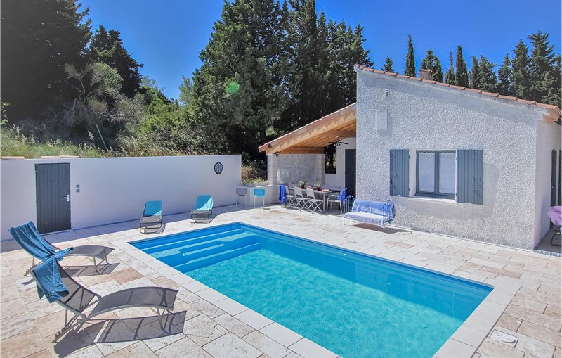 Awesome home in La Garde Adhémar with Outdoor swimming pool, WiFi and 4 Bedroom, location de vacances à Valaurie