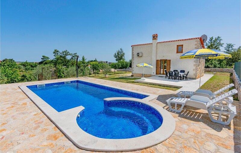 Nice home in Zminj with Jacuzzi, WiFi and 1 Bedrooms (CIC223), aluguéis de temporada em Zminj