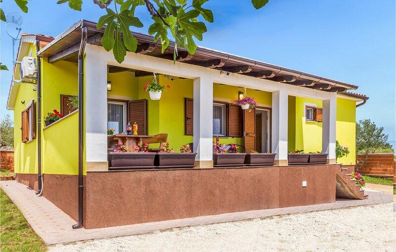Beautiful home in Krnica with 2 Bedrooms (CIO903), casa vacanza a Peruski