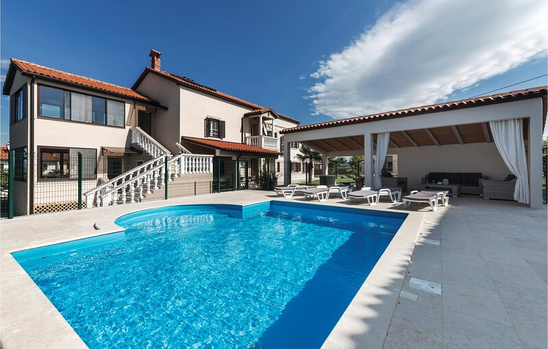 Stunning home in Barban with WiFi and 6 Bedrooms (CIL173), location de vacances à Rebici