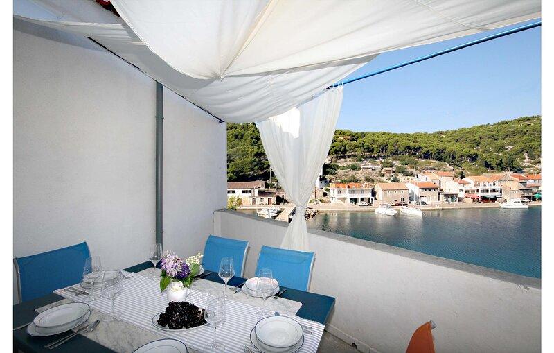 Amazing home in Uvala Muna with WiFi and 3 Bedrooms (CDV679), alquiler vacacional en Kaprije
