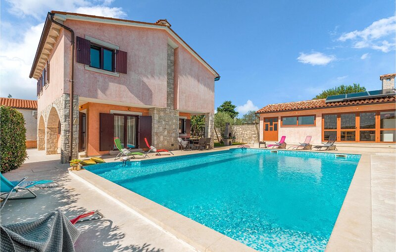 Awesome home in Orihi with WiFi, 4 Bedrooms and Outdoor swimming pool (CIC973), holiday rental in Orihi