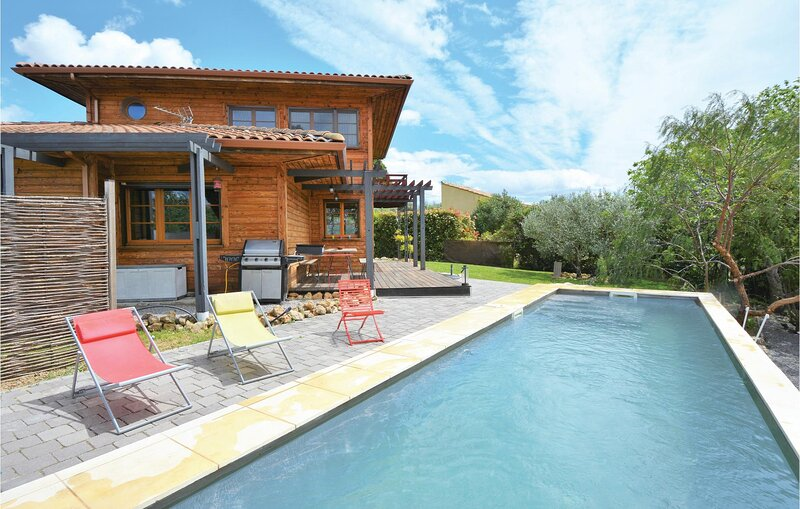 Awesome home in Thezan-les-Béziers with 3 Bedrooms (FLH166), holiday rental in Lignan-sur-Orb