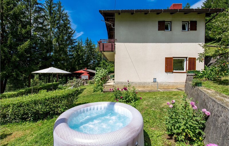 Amazing home in Dreznica with WiFi and 3 Bedrooms (CCL058), holiday rental in Ogulin
