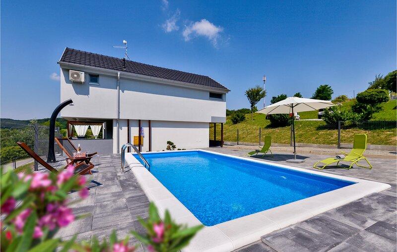 Amazing home in Sveti Martin na Muri with Jacuzzi, Sauna and Outdoor swimming po, vacation rental in Bazakerettye
