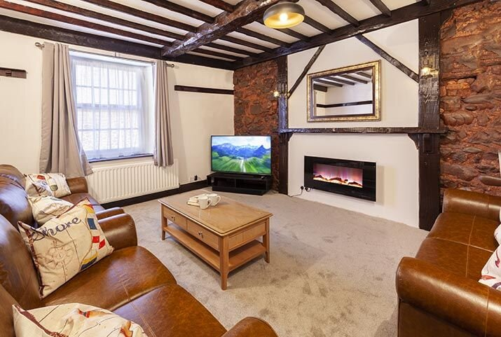 The Lofthouse, Minehead - Spacious first floor apartment in Minehead for up to 7, holiday rental in Minehead