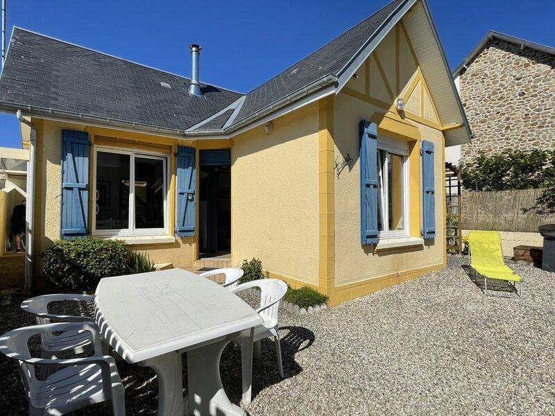 Maisonnette de charme, centre-ville, avec jardin, 4 couchages, location de vacances à Hudimesnil