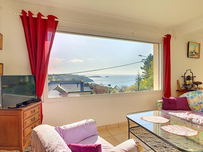 Maison KERVERON (Crozon) - VUE MER est à 700m de la plage, holiday rental in Lanveoc