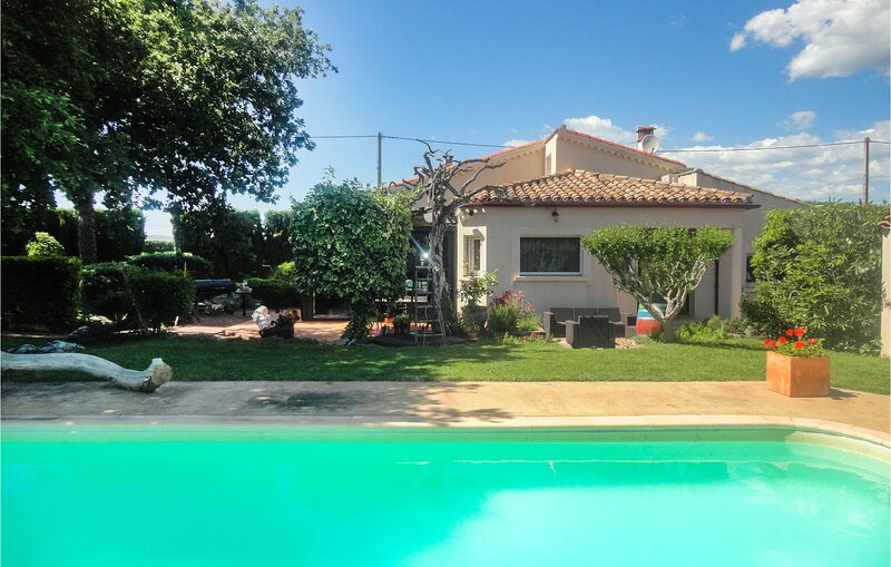 Awesome home in Caux with Outdoor swimming pool, WiFi and 4 Bedrooms (FLH451), holiday rental in Fontes