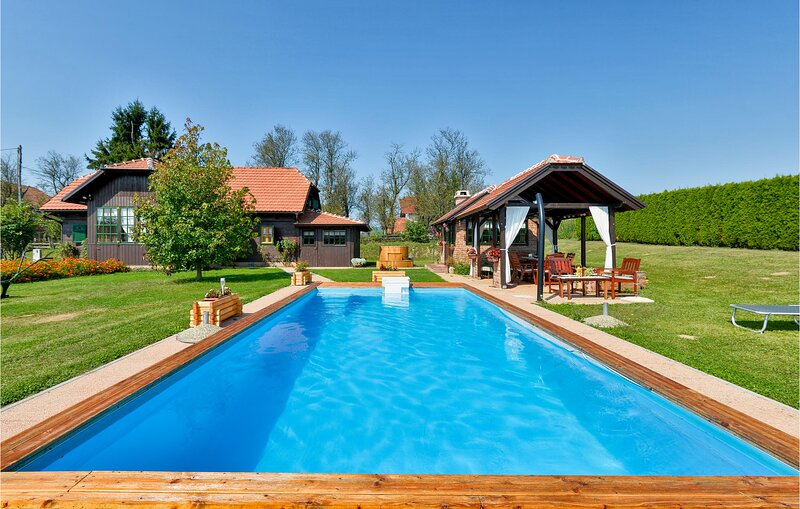 Amazing home in Topusko w/ WiFi, 3 Bedrooms and Sauna (CCC027), casa vacanza a Sisak-Moslavina County