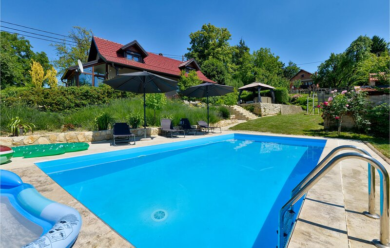 Nice home in Seketin with Outdoor swimming pool and 2 Bedrooms (CCC076), vacation rental in Ivanec