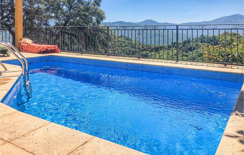 Beautiful home in Algatocín with Outdoor swimming pool, Outdoor swimming pool a, alquiler vacacional en Alpandeire