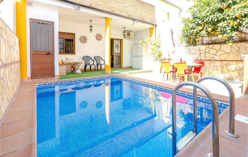 Amazing home in El Bosque with WiFi, 3 Bedrooms and Outdoor swimming pool (EAC35, alquiler vacacional en El Bosque