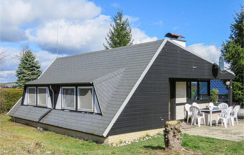 Beautiful home in Gerolstein with 3 Bedrooms (DEI936), location de vacances à Schwirzheim