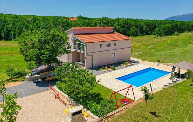 Amazing home in Vinjani Gornji with WiFi and 6 Bedrooms (CDF976), location de vacances à Posusje