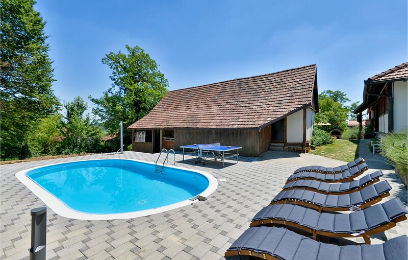 Awesome home in Breznica with Outdoor swimming pool, Sauna and 3 Bedrooms (CCC18, location de vacances à Sveti Martin