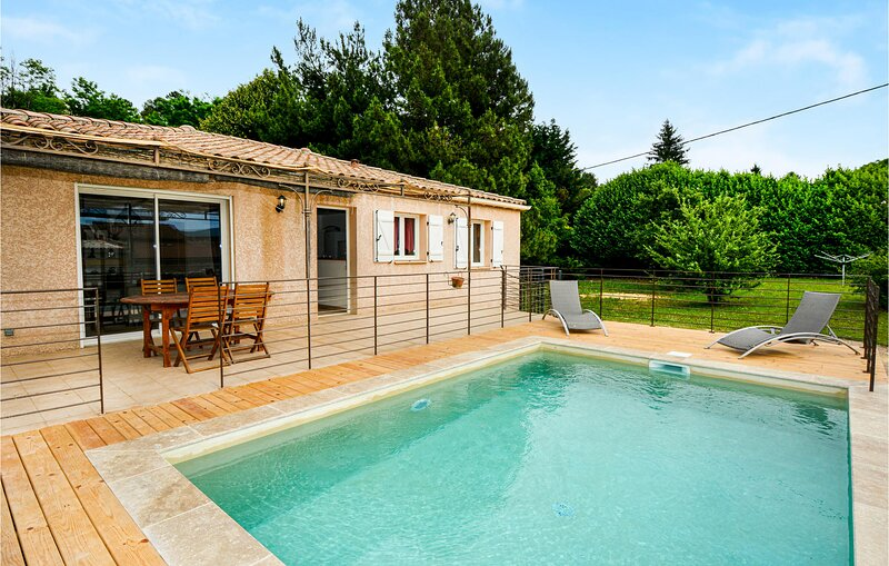Amazing home in Bordezac with WiFi and 3 Bedrooms (FLG616), alquiler vacacional en Aujac