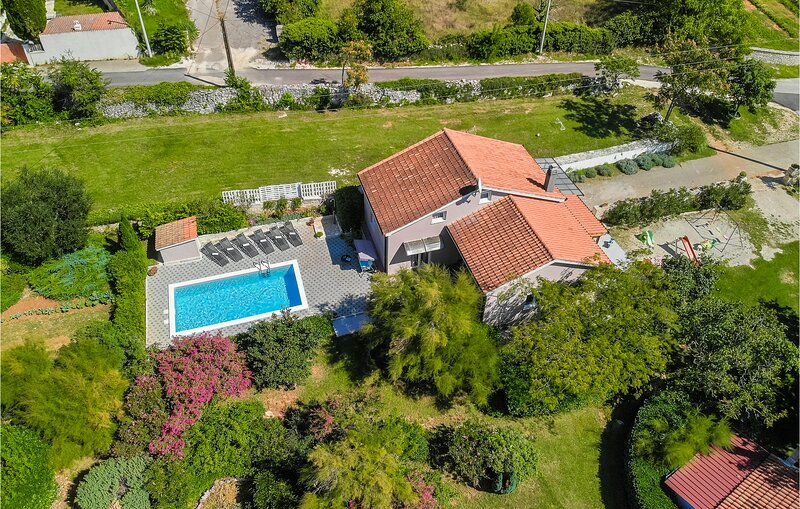 Awesome home in Svetvincenat with WiFi and 3 Bedrooms (CIC417), alquiler vacacional en Smoljanci