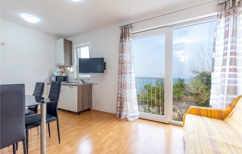 Beautiful apartment in Omis with WiFi and 1 Bedrooms (CDE839), casa vacanza a Borak