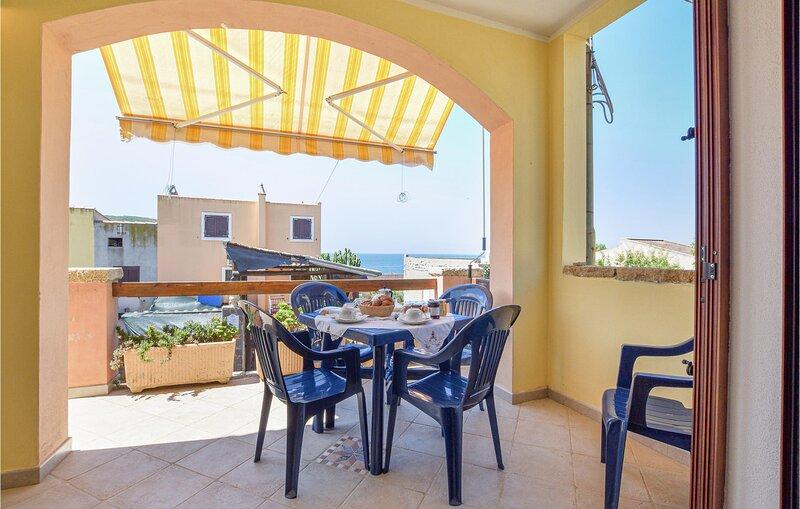 Stunning home in Arbus loc. Porto Palma with 2 Bedrooms (IGO073), alquiler de vacaciones en Marrubiu