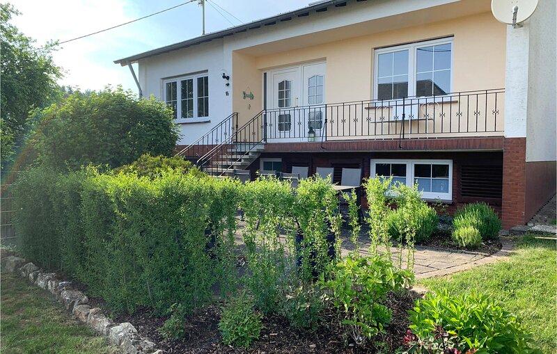 Awesome home in Fleringen with WiFi and 3 Bedrooms (DEI202), location de vacances à Schwirzheim