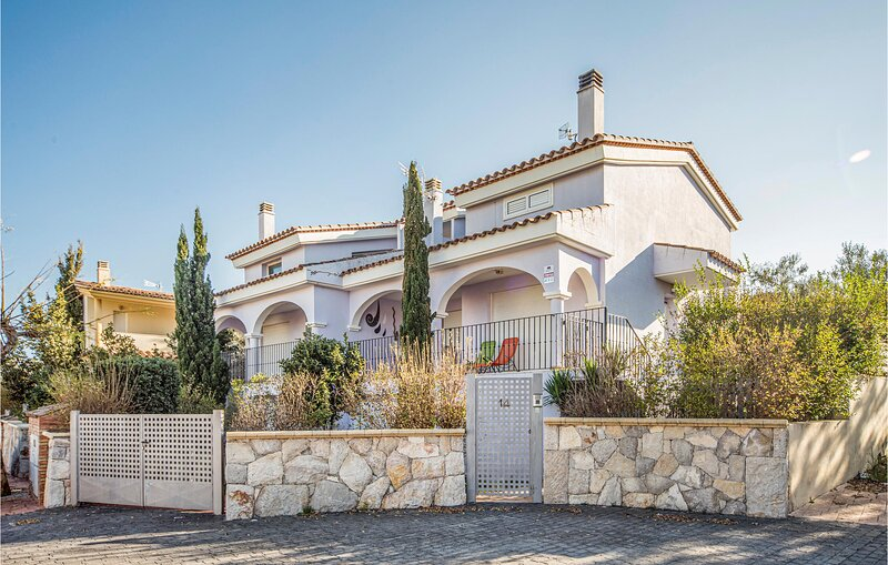 Amazing home in Peñiscola with 3 Bedrooms and Outdoor swimming pool (EBA061), holiday rental in La Salzadella
