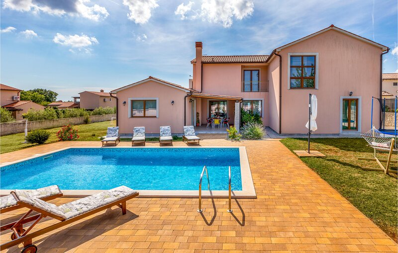 Amazing home in Valtura w/ WiFi and 3 Bedrooms (CIL928), location de vacances à Valtura