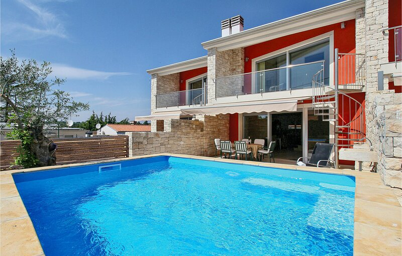 Stunning home in Sv.Ivan with WiFi and 3 Bedrooms (CIU508), location de vacances à Duba