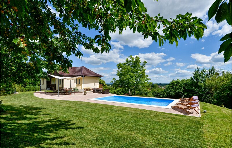 Amazing home in Ludbreg with WiFi and 3 Bedrooms (CCC054), holiday rental in Varazdin County