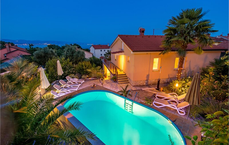 Awesome home in Ika with WiFi and 4 Bedrooms (CKO438), casa vacanza a Opric
