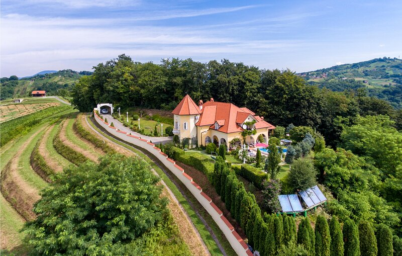 Amazing home in Sv.Kriz Zacretje with Jacuzzi, WiFi and 5 Bedrooms (CCC010), holiday rental in Bedekovcina