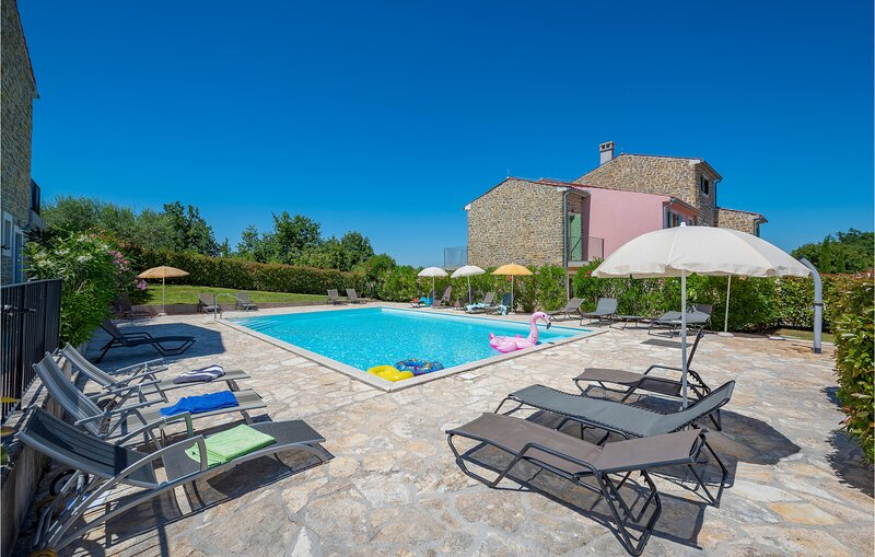 Stunning home in Baredine with WiFi and 3 Bedrooms (CIL666), holiday rental in Verteneglio
