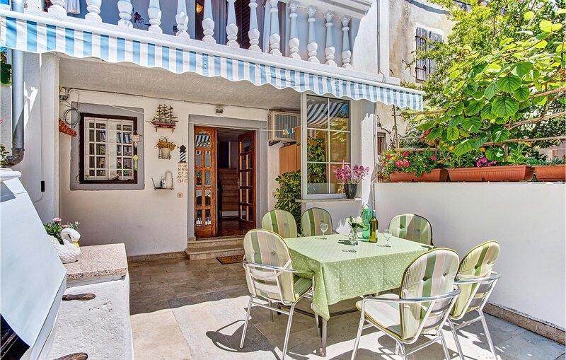 Amazing home in Mali Losinj with WiFi and 2 Bedrooms (CKL184), aluguéis de temporada em Veli Lošinj