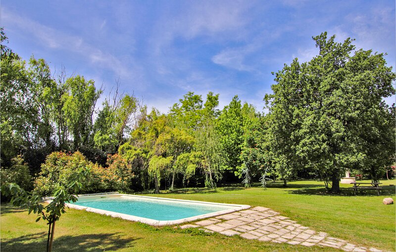 Amazing home in Salon de Provence with WiFi and 1 Bedrooms (FPB163), holiday rental in Salon-de-Provence
