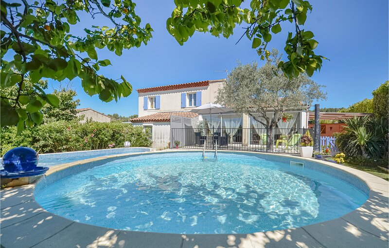 Nice home in Saint Chamas with Jacuzzi, 3 Bedrooms and Outdoor swimming pool (FP, vacation rental in St Chamas
