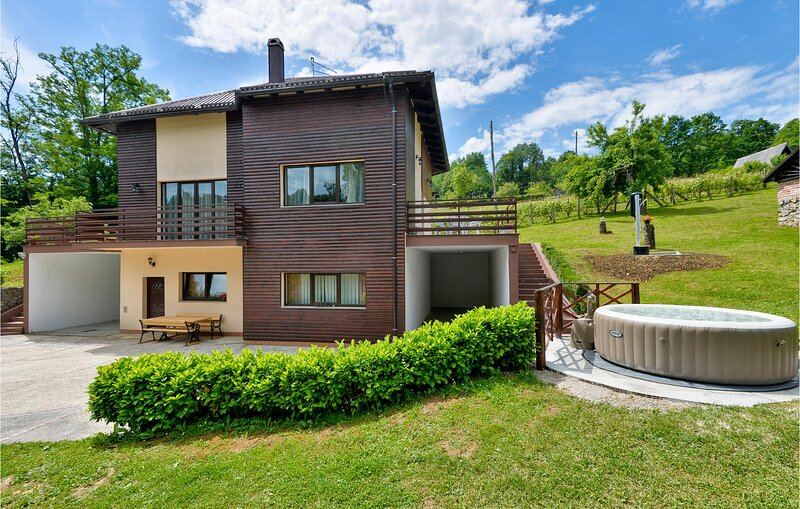 Awesome home in Bosiljevo with Jacuzzi and 4 Bedrooms (CCC151), holiday rental in Bosiljevo