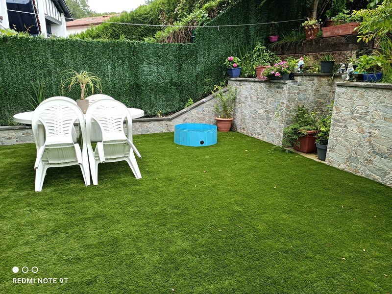 Bel appartement EN DUPLEX dans résidence sécurisée avec piscine., vacation rental in Biriatou