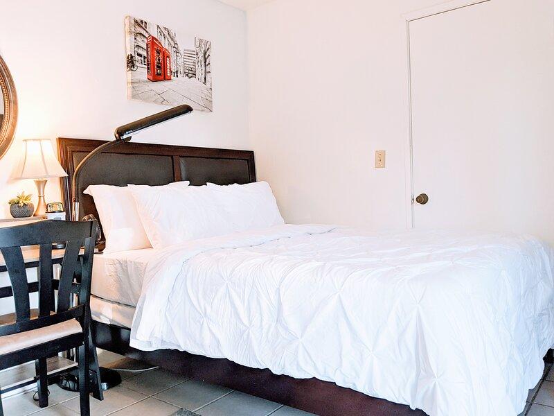 Private Room w/Bath in Authentic Desert Getaway!, location de vacances à Parc national de Joshua Tree