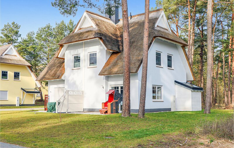 Stunning home in ZirchowithUsedom with Sauna, WiFi and 2 Bedrooms (DMU181), holiday rental in Zirchow