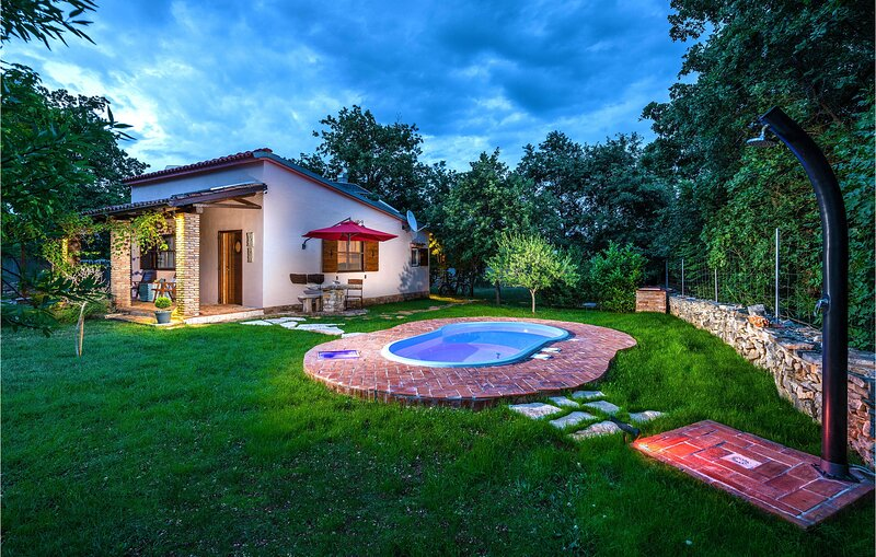 Nice home in Segotici with WiFi and 1 Bedrooms (CIK951), casa vacanza a Segotici