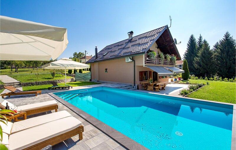 Three-bedroom apartment in Slunj (CCC140), alquiler vacacional en Plaski