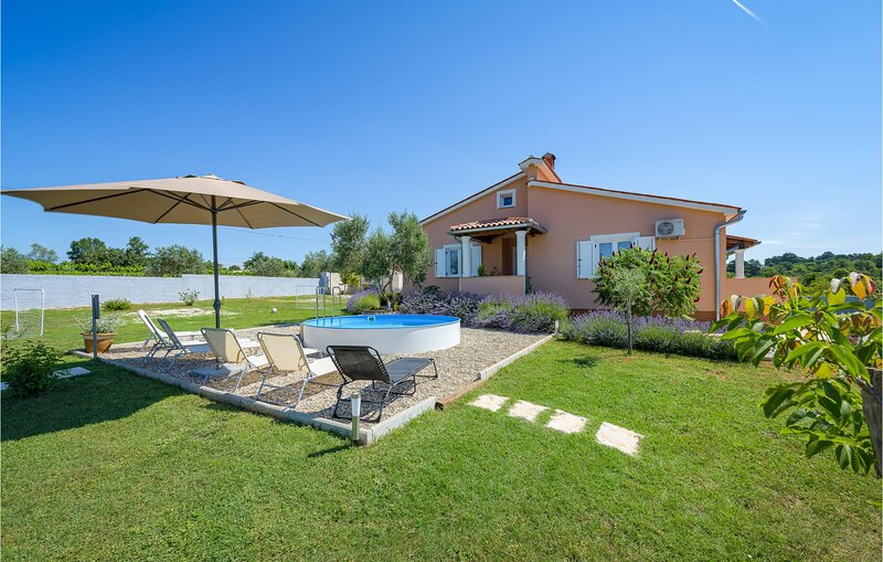 Beautiful home in Bibici with WiFi and 3 Bedrooms (CIC498), holiday rental in Bibici